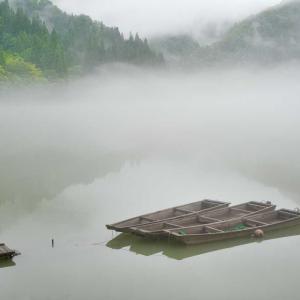ひっそりと流るる霧幻峡の川霧