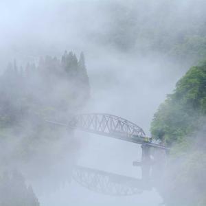 奥会津に川霧の季節がやってきた