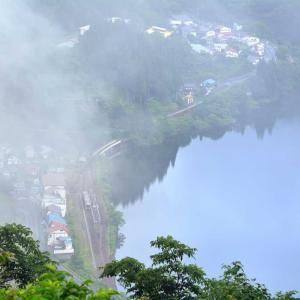 夏の会津盆地、望遠レンズは描写力が劣るかも