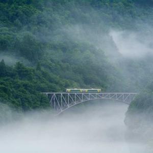 川霧の奥会津、幻想の夏の朝