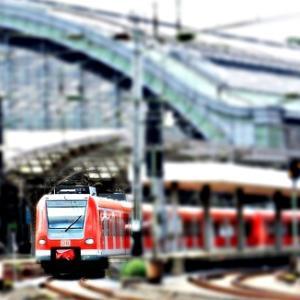 【疲弊する働く人々】朝の通勤電車内・駅構内でケンカ・言い争いするサラリーマンやOLたち