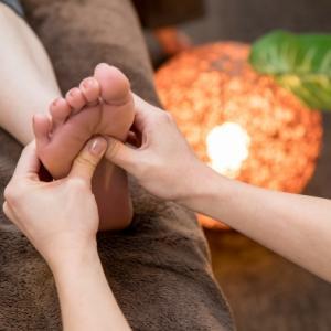 【モートン病】足裏の焼けつく痛みの原因と改善のマッサージとタオルギャザー