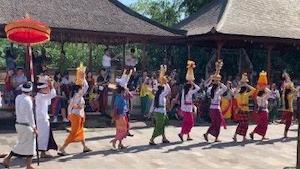 ルンプヤン寺院のオダラン(儀礼祭)
