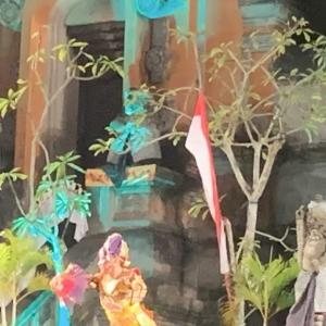 ギャニャール市の誕生祭りのバリ舞踊