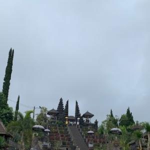 アグン山噴火最新情報とブサキ寺院