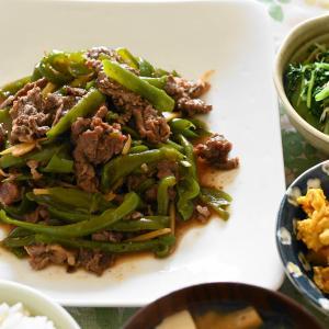 牛肉とピーマン炒め、水菜のお浸し、かぼちゃと鳥ミンチの煮物」夫へのランチ(マリー亭)