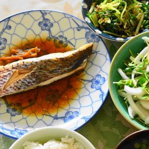 「タイの煮つけ、水菜のお浸し、新玉ねぎとカイワレ大根サラダ」夫へのランチ(マリー亭)