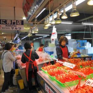 5月に紅ズワイガニを市場で豪快に食べる!「境港水産物直売センター」