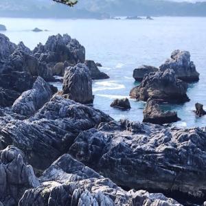 海中からそびえ立つ大理石の奇岩、折石と巨釜 唐桑半島探訪 巨釜半造編