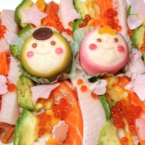 チロルチョコがおもしろい♪桃の節句お雛様を飾りました。