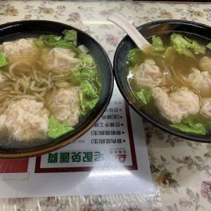 高雄グルメ 巨大ぷりぷり肉ワンタンスープ(70元)が美味しい『巨揚温州大餛飩』