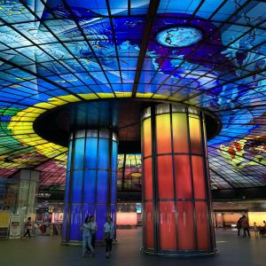 高雄「世界で最も美しい駅 2位」ステンドグラスが美しい美麗島駅