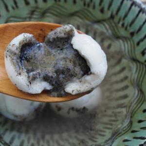 台湾に思いを馳せ濃厚な黒ゴマ団子「佳冠芝麻湯圓」を食す