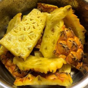 パイナップルの皮ジュース驚きの美味しさ!台湾金鑚鳳梨の皮で初挑戦!