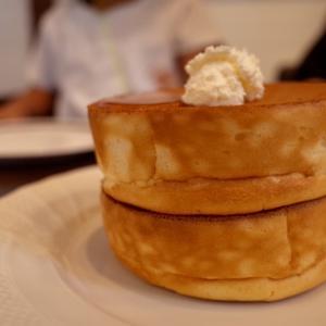 辛ラーメンとホットドッグと星乃珈琲のスフレパンケーキ
