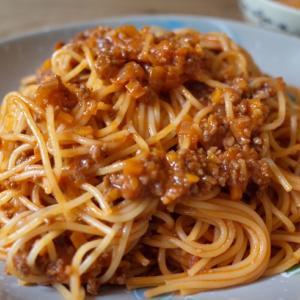 ナポリタンスパゲティーと室内バーベキュー