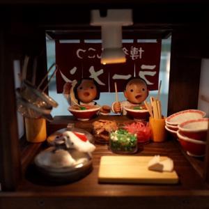 あっぱれ食堂の焼きうどんとパンストックと素焼き人形ミニチュア展