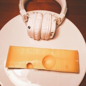 スイスのエメンタールチーズにヒップホップを聴かせるとフルーティになるなんて