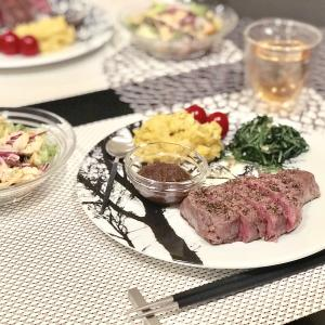 最高級ステーキに合わせるモノトーンプレート