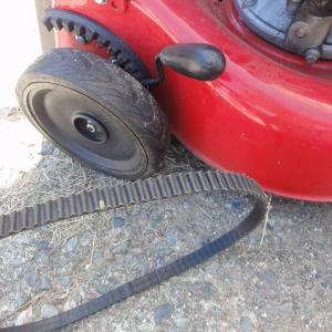 自走に難あり芝刈り機をヤフオクで落札