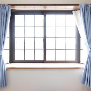 ベッドと窓の高さ。