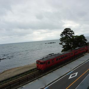 石川・富山車中泊旅2日目は、富山ガラス美術館や全国3位の温泉etcへ