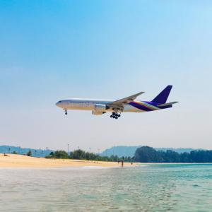 日本からプーケットまで、東京の空港から最短で片道何時間くらいで行けるの?