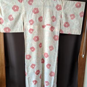 単衣の小紋 単衣は単衣でも透け感あり 椿もさまざま