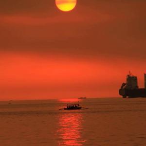 フィリピン共和国・夕日と美女