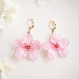 【受注製作】Early Bloom. 本物のお花 早咲きピンク 桜の揺れる耳飾り ピアス