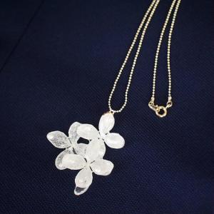【再販・受注製作】White Bouquet. 朝露滴る白紫陽花とパールのブーケネックレス