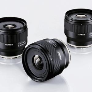 タムロンがスナップに最適なEマウント用単焦点レンズを発売!ソニーユーザーには待望の安くて軽くて寄れるレンズ