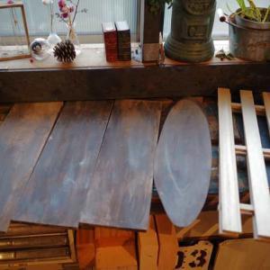 ダイソーの工作材を古材風にしてみました