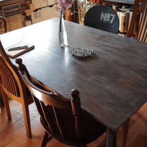 市販のテーブルをペイントリメイク♪古木風×アイアン風に大変身