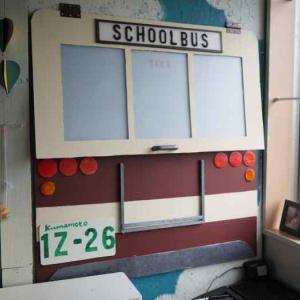 スクールバス風の秘密の作品スペースのできあがり☆娘部屋セルフリノベ