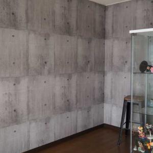 コンクリート柄の壁紙を貼る☆甥っ子のお部屋を男の隠れ家風趣味部屋にリノベーション