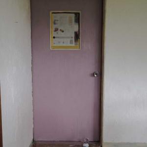 ドアは可愛くペイント☆ナチュラル×レトロな義母のアトリエを作ろう