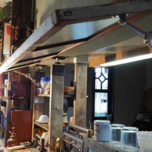 VADANIA様の蓋ヒンジで古道具の窓をカフェ風な開閉式に