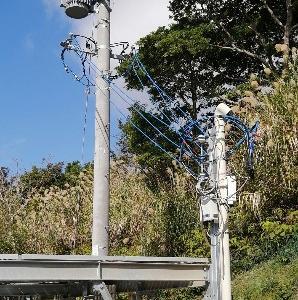 電圧抑制による電力と現場調整