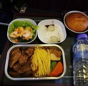 タイ国際航空の機内食 バンコクからシンガポール間(E)