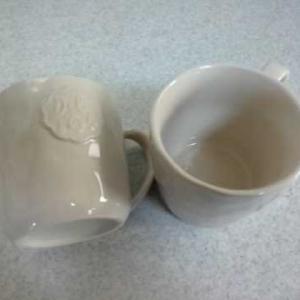 ダイソーのマグカップとスプーン
