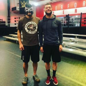 ケンドー・カシンが「WWEパフォーマンス・センター」の臨時コーチに招聘されていた!
