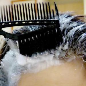 白髪が気になるあなたに!髪の負担にならない白髪染め頻度とは?