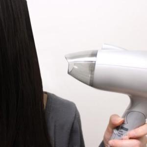 【美容師直伝】髪がツヤツヤになるブローの方法!ドライヤーはこう使う!