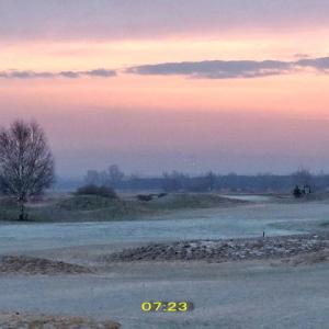 霜に朝焼けが光る美しい一時だった