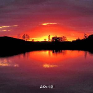 滑り込みセーフの夕陽と夕焼けかな