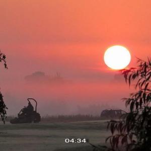 久し振りの霧が晴天の朝を彩ったww