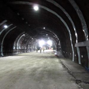 【 トンネル貫通式へ 】