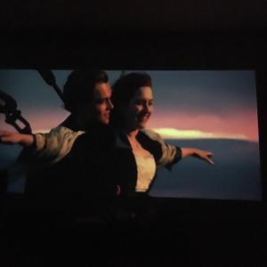 自宅にいながら巨大スクリーンで映画を  〜美味しいコーヒーと共に〜