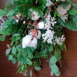 「花屋ぼたん」さんのクリスマススワッグ